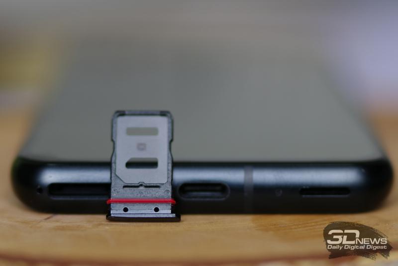 ASUS Zenfone 8, слот для двух карточек стандарта nano-SIM