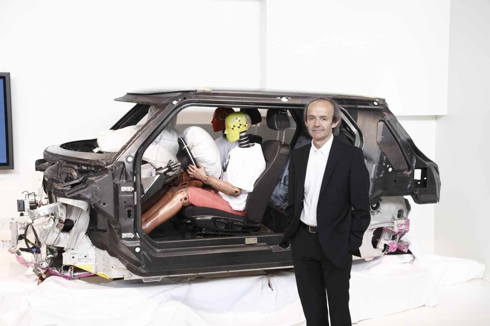 Apple наняла бывшего топ-менеджера BMW для работы над своим электромобилем