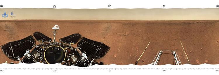Китайский марсоход прислал автопортрет и другие фотографии с Марса