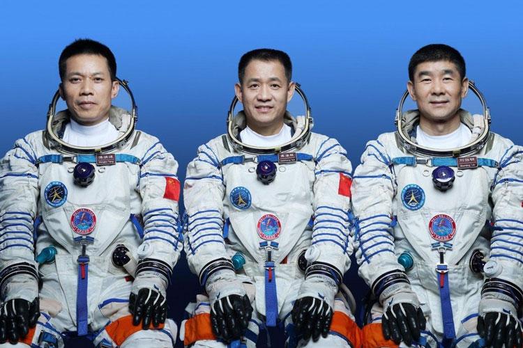 Экипаж Источник изображения: Xinhua