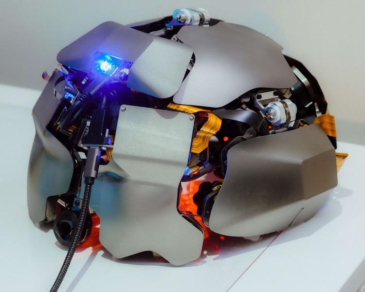 Одна из версий прототипа шлема (Источник изображения: Bloomberg)