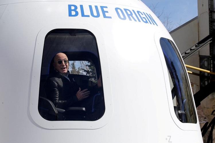 Учёные разошлись во мнении, можно ли будет считать Джеффа Безоса астронавтом после полёта на Blue Origin