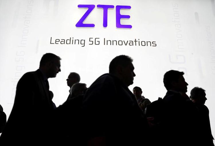 ZTE скоро выпустит смартфон среднего уровня с подэкранной камерой второго поколения