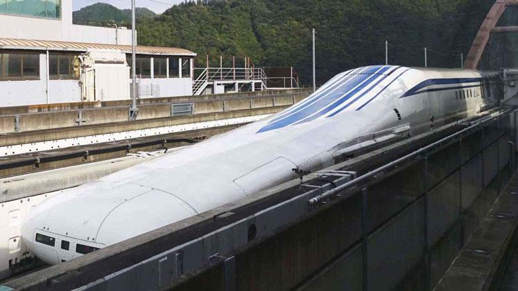 Прототип японского маглева для движения на скорости 500 км/ч на линии со сверхпроводящими магнитами. Источник изображения: Kyodo