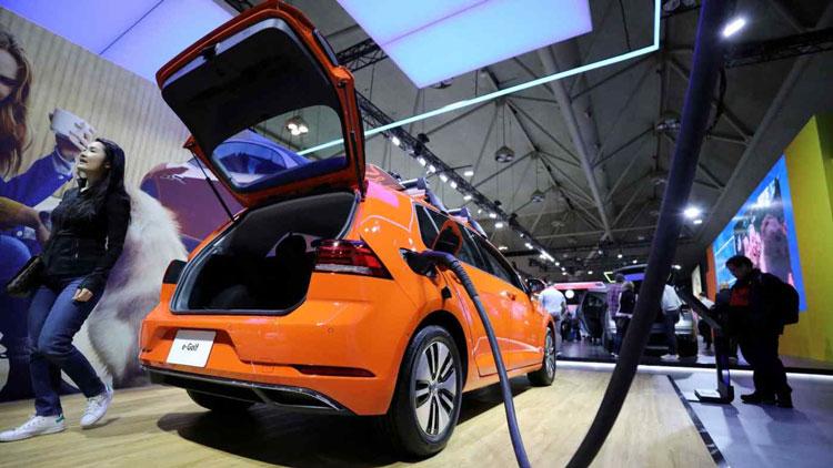 Электромобиль Volkswagen E-Golf. Источник изображения: Reuters