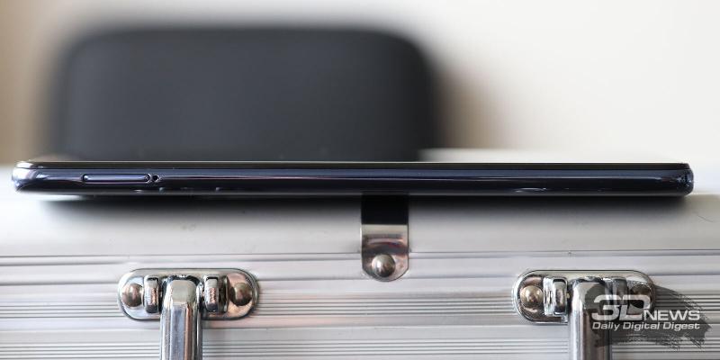 Infinix Note 10 Pro, левая грань: слот для SIM-карт и карты памяти