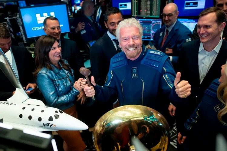 Глава Virgin Galactic полетит в космос раньше владельца Blue Origin Джеффа Безоса