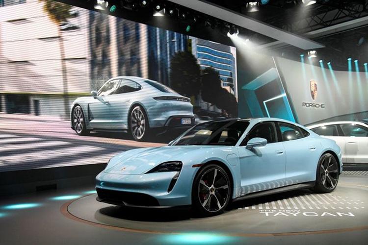 """Porsche отзывает электрический Taycan для исправления бага в ПО, который не чинится «по воздуху»"""""""