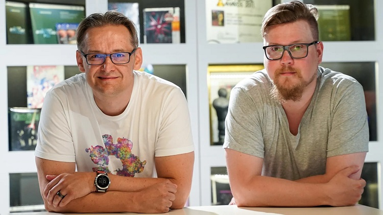 Илари Куиттинен и директор Housemarque по маркетингу Микаэль Хавери (источник изображения: Yle)