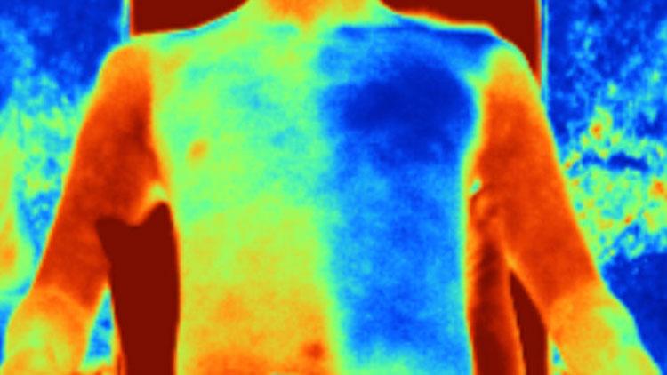 Слева тело под хлопоковой тканью, справа — под охлаждающей. Источник изображения:  S. Zheng, et. al., Science (2021) 10.1126