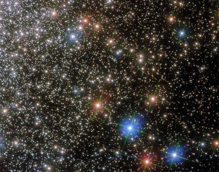 Фото дня: удивительная шаровая россыпь звёзд глазами телескопа Хаббл
