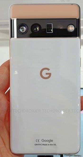 Google Pixel 6 показался на «живых» фото с крохотной фронтальной камерой