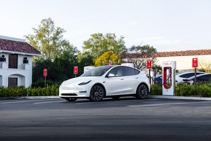 Обновлённые зарядные станции Tesla Supercharger обеспечат мощность 300 кВт и зарядку за 10 минут