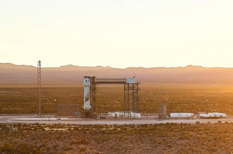 Корабль New Shepard на стартовой площадке / Изображение: Space.com