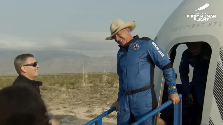 Первый туристический полёт в космос Blue Origin в качественных фотографиях7