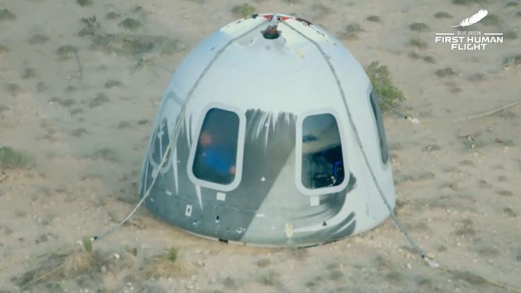 Первый туристический полёт в космос Blue Origin в качественных фотографиях6