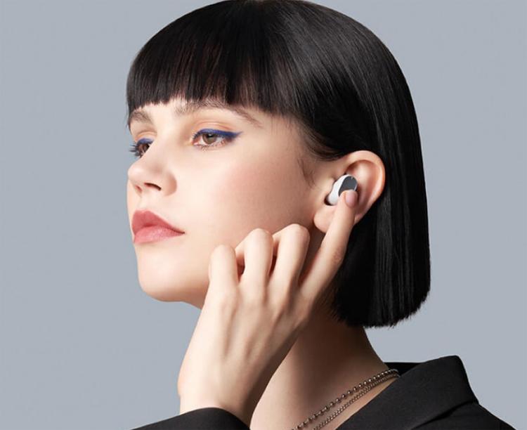 Полностью беспроводные наушники Xiaomi Redmi Buds 3 Pro снабжены активным шумоподавлением