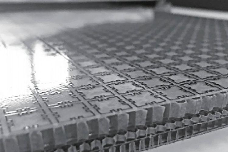Многослойное сотовое композитное стелс-покрытие для спутников, созданное в Китае. Источник изображения: Nanjing University of Aeronautics and Astronautics