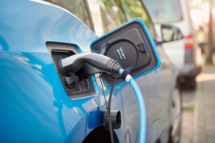Многие зарядки для электромобилей оказалось очень легко взломать — это может убить энергосистему
