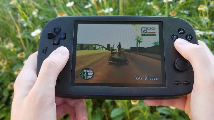 PlayStation 2 превратили в портативную консоль размером с Nintendo Switch