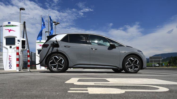 Глава Volkswagen разочаровался в уровне сервиса сети зарядных станций Ionity