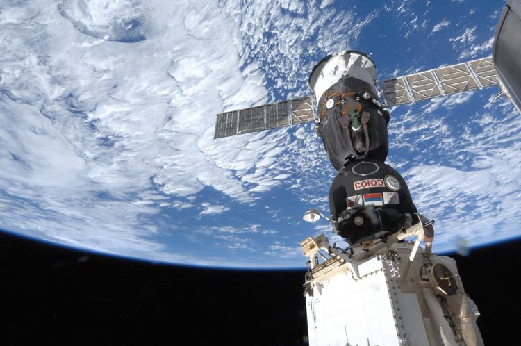 В NASA ответили на новую информацию о причине появления дыры в корабле «Союз»1