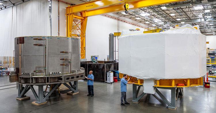 Один магнит упакован для отгрузки, второй подготавливают. Источник изображения: General Atomics