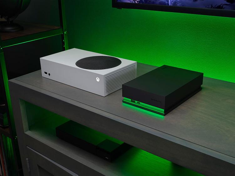 Seagate представила внешние жёсткие диски с подсветкой для игровых консолей Xbox