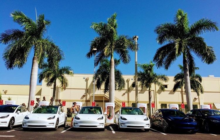 Tesla продала больше миллиона Model 3  это самый популярный электромобиль в мире