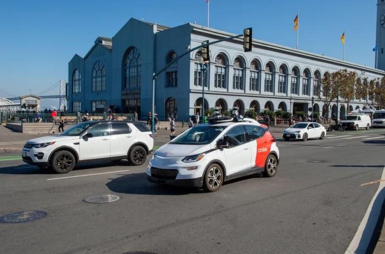 Распространение электромобилей не решит климатических проблем, показало новое исследование
