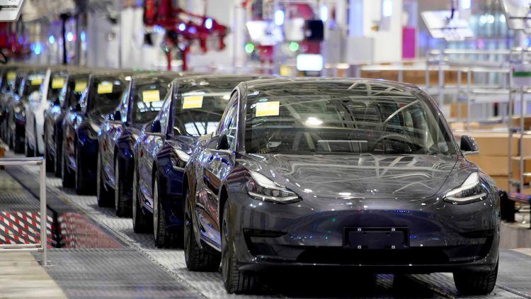 Дефицит компонентов вынудил Tesla приостановить сборку электромобилей в Шанхае