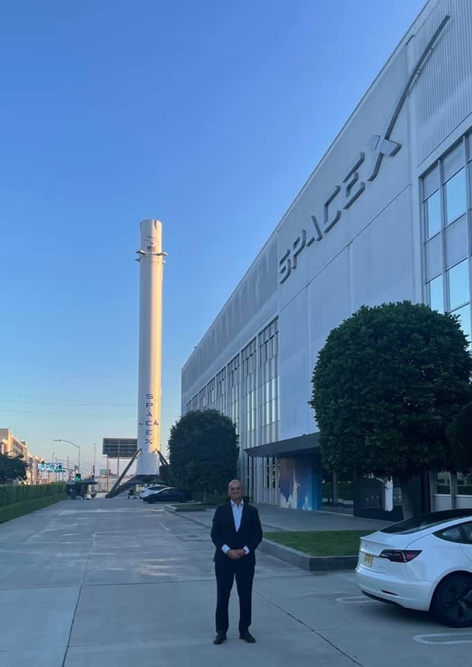 Внук Сергея Королева посетил завод SpaceX по приглашению Илона Маска