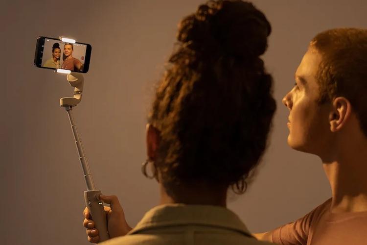DJI представила Osmo Mobile 5 — стабилизатор для смартфонов, оснащённый телескопической ручкой