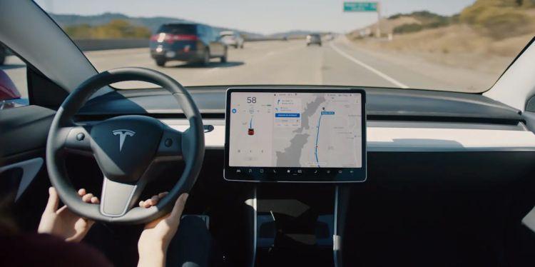 """Исследователи выяснили, что использование функции Tesla Autopilot снижает внимание водителей"""""""