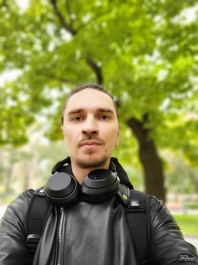 Селфи на тыльную камеру в режиме использования внешнего экрана в качестве видоискателя