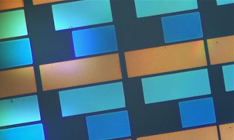 Для цветных букридеров предложена электронная «бумага» на новом принципе