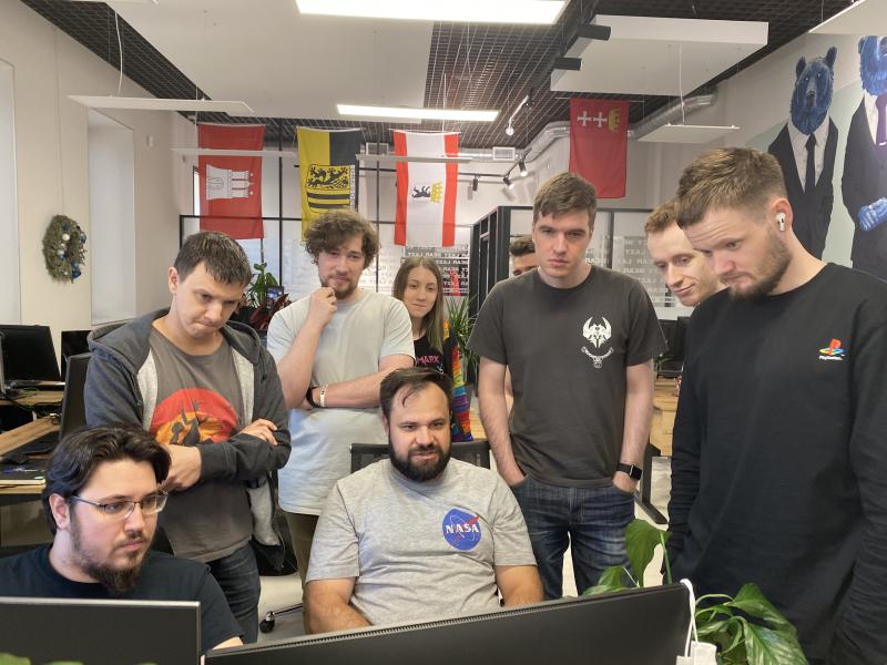 «Пока что наше 3D смотрится не очень, а вот наш пиксель-арт выглядит круто — его рисуют классные художники!», — Слава и Никита о гипотетическом создании игры в 3D. На фото — команда Lazy Bear Games