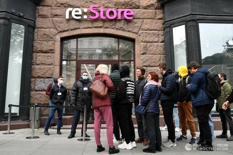 Сегодня стартовали продажи iPhone 13  самыми популярными оказались Pro-версии, а в Москве предлагали ждать очереди с комфортом
