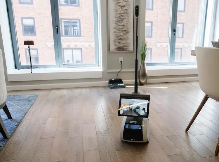 Amazon представила домашнего робота Astro за $1000— он может привезти стакан воды, рассказать о погоде и многое другое
