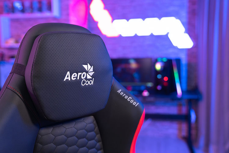 Игровые кресла AeroCool CROWN обеспечат комфорт в ходе долгих матчей и рейдов