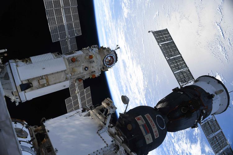 МКС потеряла стыковочный узел из-за трещин в модуле «Звезда»