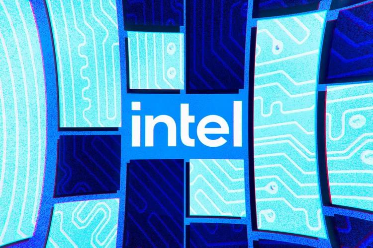 Дефицит полупроводников сохранится до 2023 года, считает глава Intel