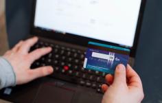 70cf76fc562 Интернет-магазины обяжут принимать банковские карты с 2023 года
